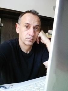 Jesús Suárez García Profesor de español en Barnard College, en la Universidad de Columbia en Nueva York, creador de Todoele y la Comunidad Todoele http://www.todoele.net/ http://todoelecomunidad.ning.com/ http://www.todoele.org/todoele20